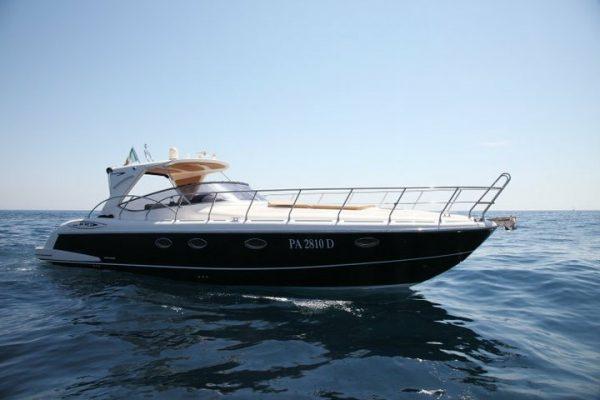 Lo yacht da prua